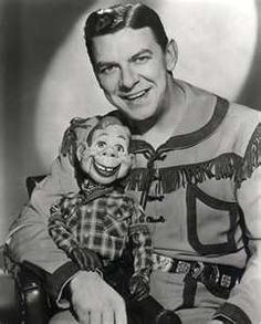 Howdy Doody & Buffalo Bob Smith (The Howdy Doody Show – - I watched this every Saturday morning along with Roy Rogers and The Lone Ranger. My Childhood Memories, Sweet Memories, Childhood Toys, Bob Smith, Howdy Doody, The Lone Ranger, Vintage Tv, Vintage Photos, Vintage Stuff