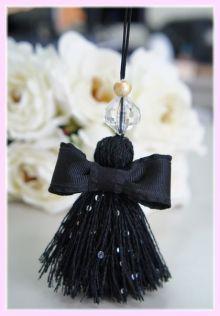 Diy Tassel, Tassel Jewelry, Handmade Jewelry Designs, Handmade Accessories, Saree Tassels Designs, Tassel Curtains, Dress Card, Wedding Gifts For Guests, Passementerie