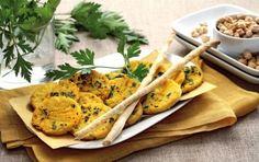 Panelle palermitane - Le panelle sono frittelle di farina di ceci schiacciate e fritte. È una specialità gastronomica tipica di Palermo, il procedimento è semplice, il costo è basso ed il gusto è senza paragoni.