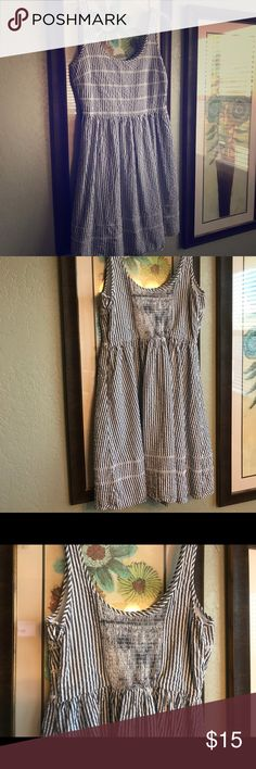 Women's Dress Old Navy Women's Old Navy Dress. Never worn. Bought for professional family pictures but ended up wearing something else. Super cute! Pet free/smoke free home. Old Navy Dresses Midi