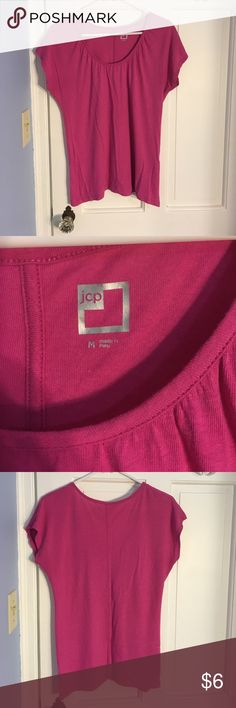 Cute summer tee Cute tee. Can be dressed up. In EUC. From a pet free, smoke free home. jcpenney Tops Tees - Short Sleeve