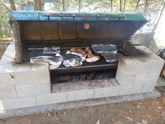 DIY BBQ grill plans that you can do at home. Perfect for the back yard.