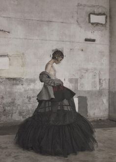 """Couture Grunge"" #fashion #editorial for Vogue Korea by Koo Bon-Chang #photography #moda #fotografia"