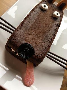 2 ideas for decorating a chocolate cake - Food * Cake Kids - - Kuchen - Wolf Cake, Chocolat Recipe, Food Humor, Food Cakes, Kids Meals, Chocolate Cake, Cake Recipes, Cake Decorating, Good Food