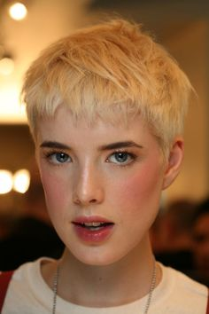 agyness deyn pixie cute soft warm girly tomboy makeup hair agyness deyn hairstyles 623x935