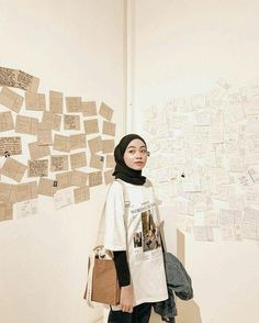 Tips mengenakan kaos pendek untuk hijabers – N&D - Hijab fashion Modern Hijab Fashion, Street Hijab Fashion, Hijab Fashion Inspiration, Muslim Fashion, Look Fashion, Fashion Killa, Fashion Rings, Fashion Photo, Hijab Casual