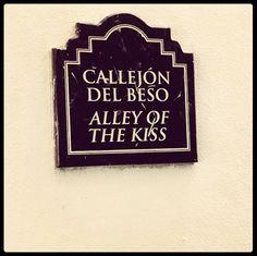 Alley Of The Kiss (Callejon del beso) Guanajuato, Guanajuato, Mexico.