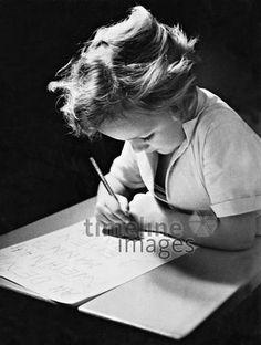 Kind schreibt Wunschzettel, 1934 timeline classics/Timeline Images #Mädchen #Wunschzettel #schreiben #Wünsche #historisch #Weihnachten #Tradition #30er #30ies #thirties #tradtional #schwarzweiß #Brauchtum Letter From Santa, A Letter, Writing, Christmas, Kids
