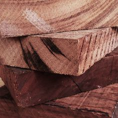 Handmade with Recycled Wood... Feito à mão com Madeira Reciclada... Hecho a mano con Madera Reciclada.