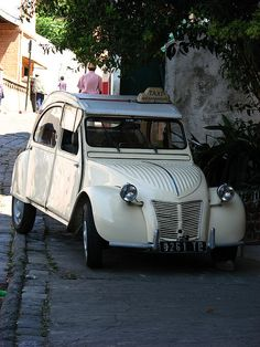 Ubiquitous Citroen 2CV taxi by Sparky the Neon Cat, via Flickr • Antananarivo Madagascar • citroen 2CV