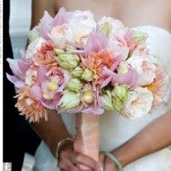 Love the shape and density of this bouquet, nice gentle colour scheme too