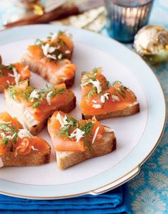 Edith Albuschat - Bruschetta from tomatoes and Rucola Tapas Recipes, Dinner Recipes, Bruschetta, Salmon Wedding, Marinated Salmon, Wedding Dinner, Smoked Salmon, Places To Eat, Catering