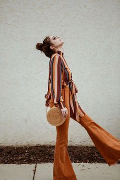 style bell bottom pants - casual fall outfit winter outfit style outfit inspiration millennial fashion street style boho vintage grunge c. Boho Outfits, Vintage Outfits, 70s Outfits, Casual Fall Outfits, Cute Outfits, Fashion Outfits, Fashion Tips, Outfit Winter, Fashion Clothes
