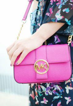 Bolso Rosa oscuro  bolso pink  Michael Kors , Primavera-Verano 2013. En el armario de nery desde el 20-5-2014 Michael Kors, Pink, Kate Spade, Shoulder Bag, Bags, Fashion, Pink Handbags, Dark, Darkness