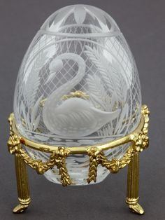 Faberge. St. Peterburg petite egg collection. Clear Crystal Swan egg.