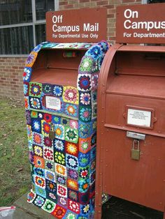 Crochet Art, Love Crochet, Urbane Kunst, Yarn Bombing, Mail Art, Up Girl, Art Plastique, Textiles, Urban Art