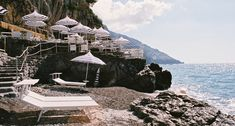 We can only say... La Dolce Vita! We take you to the prettiest place along the Amalfi Coast, Positano. Lunch at Chez Black or dinner at La Sponda, we support that choice.