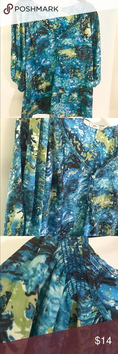 Gibson Watercolor Print Top Gibson brand top.  Purchased at Nordstrom and only worn a few times.  Excellent condition - no signs of wear.  100% polyester.  Four shell buttons on the front.  Slight kimono sleeve.  A fairly roomy size medium. Gibson Tops Blouses