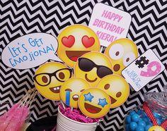 Emoji Birthday Centerpiece! Printable by Epic Parties by REVO www.epicpartiesbyrevo.etsy.com
