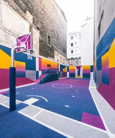 French design and photography agency Ill-Studio and fashion brand Pigalle have redesigned and repainted the Paris Duperré basketball court, with support from Nike. Ill Studio, Pigalle Basketball, Pigalle Paris, Street Art, Basketball Art, Pickup Basketball, Basketball Drills, Public Art, Urban Art