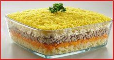 """Salata în straturi """"Mimoza"""" este unul din cele mai populare aperitive întâlnite la masa de sărbătoare. Vă prezentăm o rețetă diferită de cea clasică, cu ajutorul căreia veți obține un aperitiv la fel de delicios, dar cu un nivel redus de calorii. Înlocuiți cartofii și maioneza cu mere proaspete și suculente, iar rezultatul va fi peste măsura așteptărilor. Obțineți o salată foarte fină și delicioasă, numai bună pentru toți amatorii de pește. INGREDIENTE -1 cutie de ton în suc propriu -3 ouă… Amazing Food Decoration, Russian Pastries, Salad Cake, Sour Cream Sauce, Romanian Food, Russian Recipes, Seafood Dishes, Tasty Dishes, Food Photo"""
