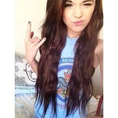I don't like acacia but her hair was cute like this