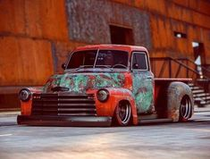 I honestly adore this color choice for this 1957 chevy trucks C10 Chevy Truck, Chevy Pickups, Gmc Trucks, Cool Trucks, Cool Cars, Diesel Trucks, Chevy Stepside, Truck Drivers, Classic Pickup Trucks