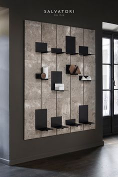 This retail design has nice neutral tones and they make the white and the products pop out so thats Shelf Design, Display Design, Wall Design, Design Design, Design Ideas, Tile Showroom, Showroom Design, Interior Design Minimalist, Office Interior Design