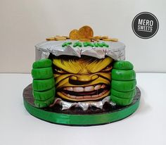 Hulk cake by Meroosweets Hulk Birthday Cakes, Hulk Cakes, Incredible Hulk, Daily Inspiration, Cake Decorating, The Incredibles, Desserts, Ideas, Tailgate Desserts