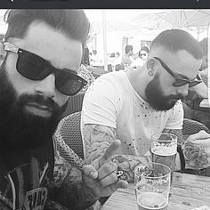 Bearded brotherhood.. ptite aprem entre frere barbus.. avec @flo_beard #ink #inked #convention #tattoo #mode #barber #barbershop #barberlife #bearded #beardedmen #beard #ink #inked #tattoos #tattooed #tattooaddict #tattooart #lifestyle #look #rock #rocknroll #clothing #life #selfie #brotherhood #blackandwhite