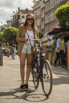 Sunny Amsterdam Street Style Street StyleAmsterdam. Street Fashion Amsterdam. Cycle Chic Amsterdam. Bicycle Women, Bicycle Girl, Amsterdam Street Style, Dutch Bike, Fashion Outfits, Fashion Fashion, Fashion Ideas, Vintage Fashion, Urban Bike