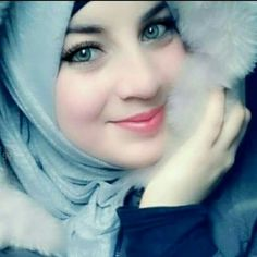 Bella mujer vistiendo hiyab.