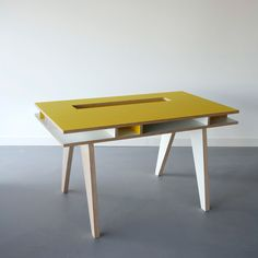 ARRé Design Insekt Desk Kids Ylw / designed by Kellie Smits