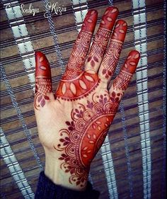 30 Easy Henna Mehndi Designs for every occasion - Art & Craft Ideas Henna Tattoos, Mehandi Henna, Mehndi Tattoo, Mehndi Art, Mehendi, Henna Art, Arabic Henna, Mehndi Designs 2018, Wedding Mehndi Designs