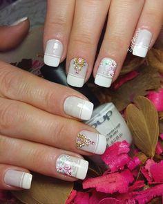 20 Modelos de unhas fancesinhas com flor; veja: Spring Nails, Design, Pink Polish, Chic Nails, Nailed It, Nice Nails, Nail Jewels, Work Nails, Nail Decorations