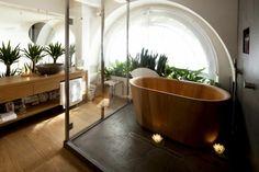 fresh japanese bathroom with indoor garden idea and cool wooden bathtub design… Wood Tub, Wooden Bathtub, Japanese Style Bathroom, Japanese Kitchen, Asian Bathroom, Bathroom Modern, Nature Bathroom, Master Bathroom, Safari Bathroom