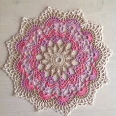 sweet doily @ Dada's place: Doily from free charted pattern by anabelia here: http://anabeliahandmade.blogspot.com.au/2013/02/tapete-paso-paso.html