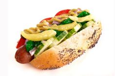 Transformed Chicago Hot Dog: Chicago Oz Dog: A few simple replacements take this Chicago classic to a whole new level. Swap out a white bun for a whole wheat alternative; Hot Dog Recipes, Ww Recipes, Healthy Recipes, Healthy Dinners, Healthy Foods, Chicago Hot Dog, Chicago Style, Food Doctor, Game Day Food