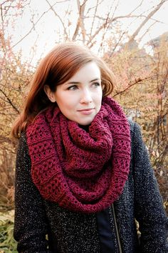 Stockholm Scarf free knitting pattern for cozy infinity scarf Shawl Crochet, Knit Or Crochet, Crochet Scarves, Crochet Crafts, Scarf Knit, Knit Cowl, Diy Crafts, Loom Knitting, Knitting Patterns Free