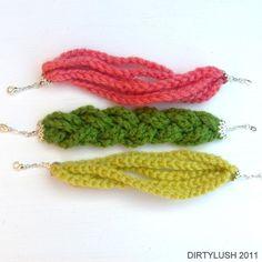 crocheted bracelets - crochet jewelry from Ward Ward Raysofcrochet Love Crochet, Diy Crochet, Crochet Crafts, Yarn Crafts, Simple Crochet, Bracelet Crochet, Crochet Earrings, Yarn Projects, Crochet Projects