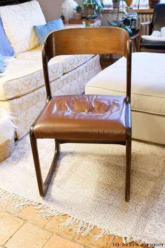 chaise traîneau Baumann | Restauration intégrale d'une chaise traîneau Baumann #midcentury Diy Organisation, Pinterest Diy, Work From Home Moms, Repurposed Furniture, Vintage Design, Accent Furniture, Decoration, Accent Decor, Fun Crafts