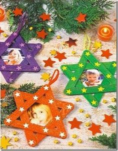 Kids Christmas Ideas- Aliyah and I can make this together! Preschool Christmas, Christmas Crafts For Kids, Christmas Activities, Christmas Art, Christmas Projects, Winter Christmas, Holiday Crafts, Christmas Ornaments, Photo Ornaments