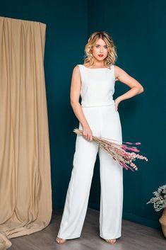 noni   Ärmelloser Braut-Jumpsuit mit tiefem Rückenausschnitt - Olivia Moderne Outfits, Overall, Elegant, Formal Dresses, Jumpsuits, Wedding, Fashion, Unique Dresses, Civil Wedding