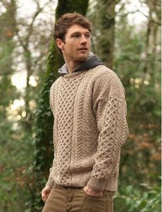 This Aran Sweater is made from merino wool. We have many sweaters for women that are long lasting and extremely warm direct from the Aran Islands home of the Aran Sweater. Buy your ladies Irish Sweater today Mens Fashion Sweaters, Sweater Fashion, Fashion Hoodies, Fashion Boots, Outfits Casual, Mode Outfits, Knit Sweater Outfit, Mens Sweater Outfits, Sweater For Men