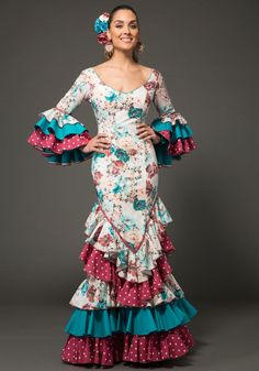 Traje de flamenca -  Flamenca dress -  Robe de flamenca Pasarela flamenca -  Flamenca catwalk -  Podium flamenca  Vestido de sevillanas – Sevillanas dress – Robe de sevillanas Beautiful Women, Actresses, Formal Dresses, Goddesses, Ethereal, Celebrities, Singers, Fairy, Models