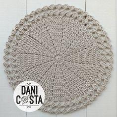 Crochet Table Mat, Crochet Doily Rug, Crochet Coaster Pattern, Crochet Baby, Crochet Patterns, Crochet Market Bag, Crochet World, Crochet Kitchen, Creative Crafts