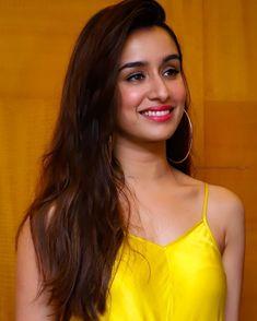 Beautiful Bollywood Actress, Most Beautiful Indian Actress, Beautiful Actresses, Shraddha Kapoor Bikini, Shraddha Kapoor Cute, Sraddha Kapoor, Shayari Image, Cute Girl Pic, Bollywood Stars