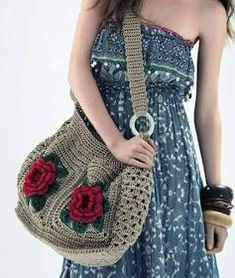 Big bag in viscose crochet with 2 roses on each side.