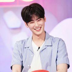 Cha Eunwoo is has the most beautiful smile in the universe. Cha Eunwoo Astro, Astro Fandom Name, Cha Eun Woo, Sanha, Ulzzang Boy, Beautiful Smile, True Beauty, Cuddle, Cute Boys