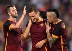 Pjanic,Nainggolan omaggiano Totti all'Open Day